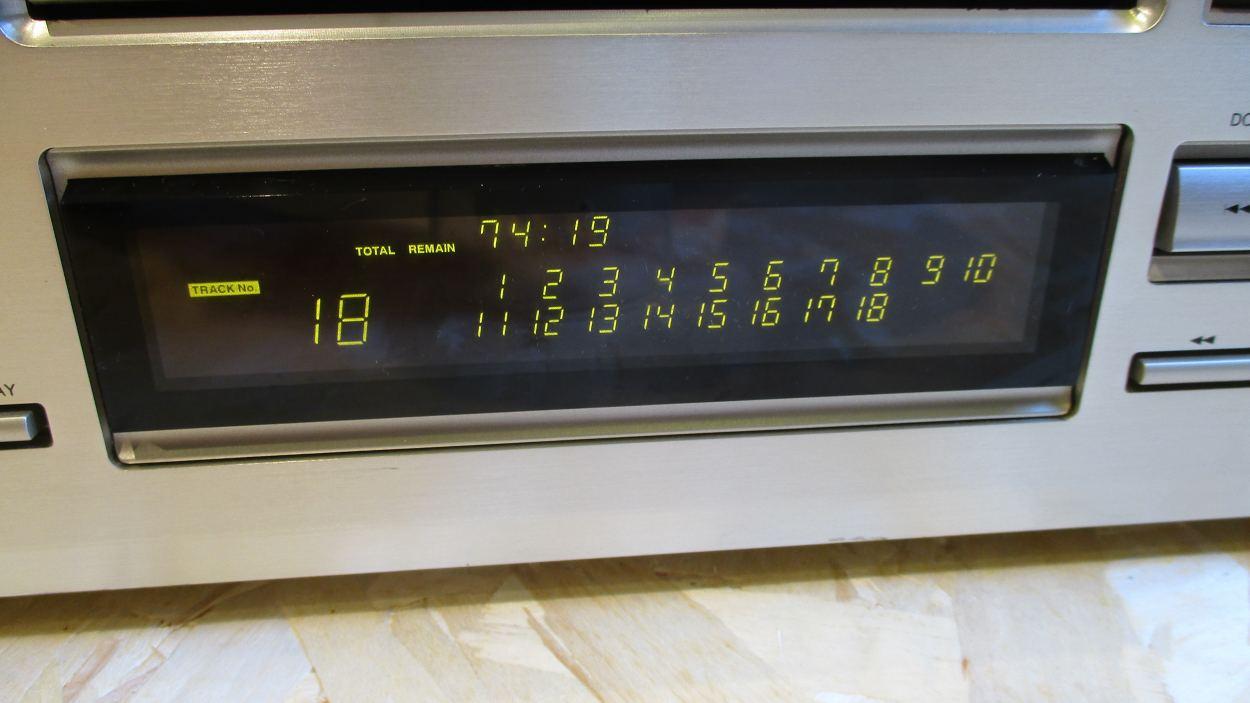 Onkyo Integra DX-7911 wyświetlacz.JPG